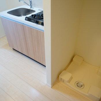 キッチン横に洗濯機を。※写真は7階の同じ間取り別部屋