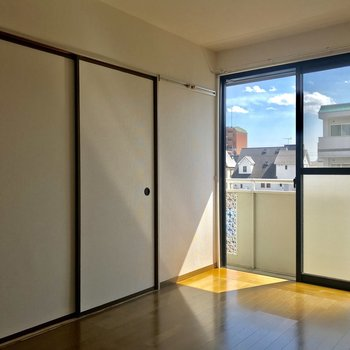 扉を閉めれば空間的にもメリハリが付きますね。