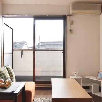 低めの家具ですっきり見せたいな※写真は2階の反転間取り別部屋、モデルルームのものです