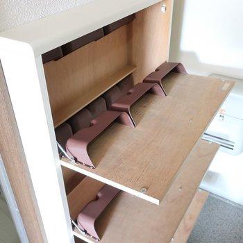 シューズBOXは手前に開くタイプだから省スペース!※写真は2階の反転間取り別部屋、モデルルームのものです