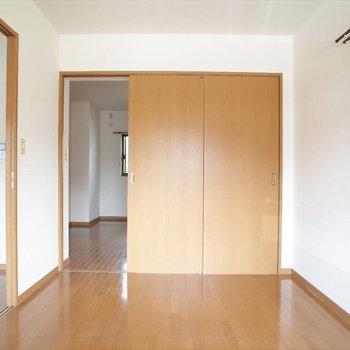 スライドしたら洋室への扉あきます。