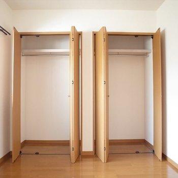 玄関横のお部屋はクローゼット二つ!