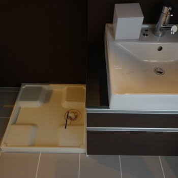 横に洗濯機を。※写真は3階の同じ間取りの別部屋です。