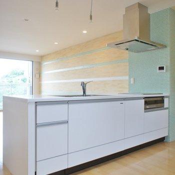 キッチンはシンプルなホワイト