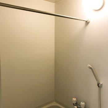 浴室で洗濯物が干せます!※クリーニング・電気がつく前の写真