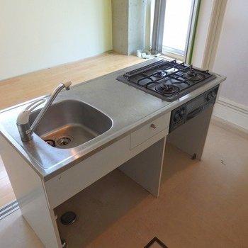 アイランドキッチン♪※写真は2階の同じ間取りの別部屋です。
