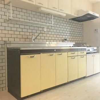 キッチンのタイルもレトロで素敵・・・