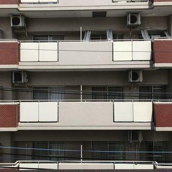 お向かいのマンションビュー・・・