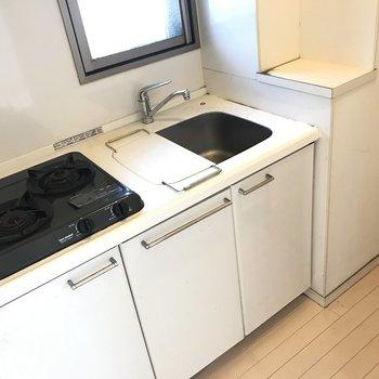 シンプルさが魅力のキッチン。独立スペースにあるのでお料理の煙や匂いがお部屋に充満しないのがポイント!※写真はクリーニング前です。
