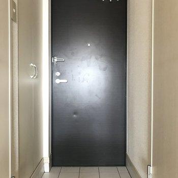 玄関もシンプルで素敵♡