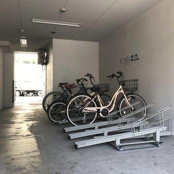 エントランス横には駐輪場もあります。