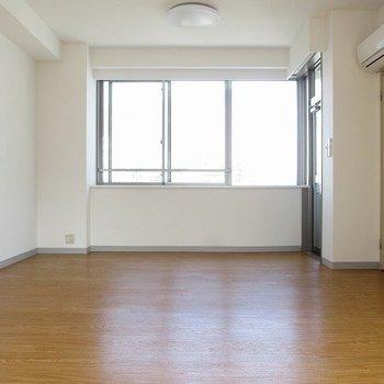 北東の窓です。※写真は5階の同間取り別部屋です。