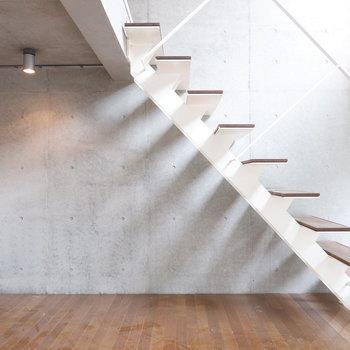この階段の感じが良いんだよな〜※写真はクリーニング前。