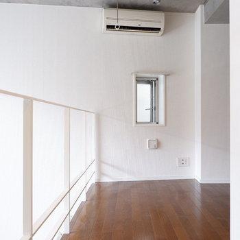 1階部分にもエアコンあります。※写真はクリーニング前。