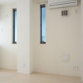 ここも窓ありますね。 ※クリーニング前の写真です