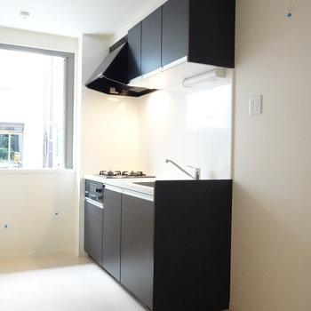冷蔵庫も置けちゃうキッチン。 ※クリーニング前の写真です