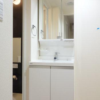 独立洗面台はここにあります。 ※クリーニング前の写真です
