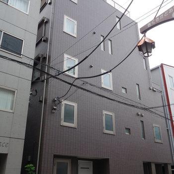 鉄骨づくりのマンションです。