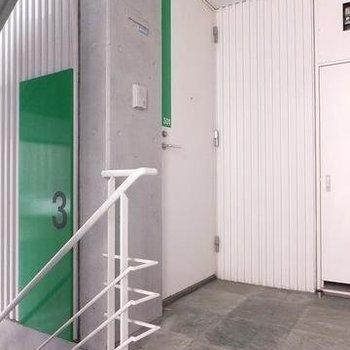 3階の共用部は緑がテーマ。
