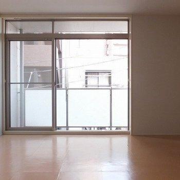 11帖のワンルーム。※写真は3階の同じ間取りの別部屋です。