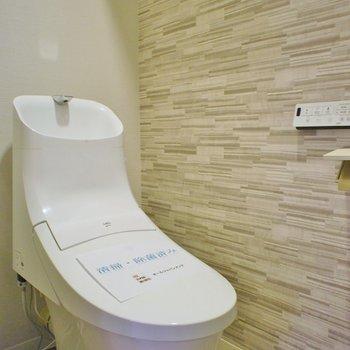 トイレの壁はちょっぴりアクセントに