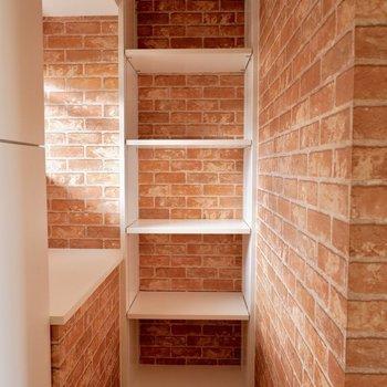 玄関横にもちょっとしたスペースが!※間取り図が反転したお部屋の写真