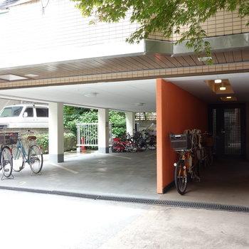 駐車場も駐輪場も敷地内に。