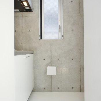 キッチンは一段上がって。※写真は1階の同じ間取りの別部屋です