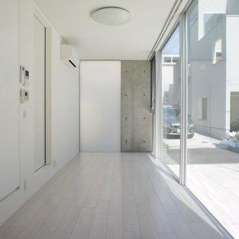 コンクリが一部、素敵。※写真は1階の同じ間取りの別部屋です