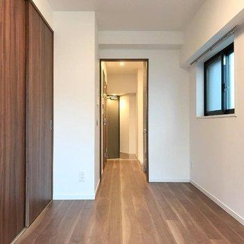 モダンな内装です。※写真は13階の同間取り別部屋です。