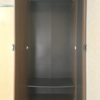 クローゼットはひとり分! ※同階同間取りの別部屋の写真です