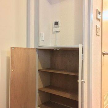 と思ったらキッチンのすぐ後ろに! ※同階同間取りの別部屋の写真です