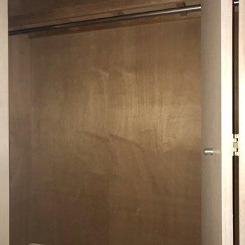 クローゼットは廊下に!横に長いけど奥行きは普通・・!