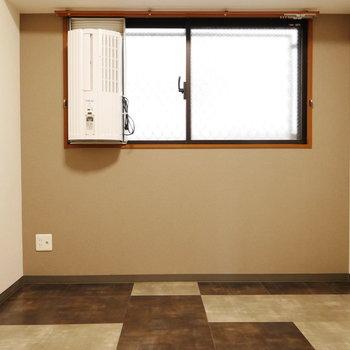 洋室もLDKと統一感のある内装