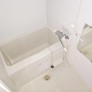 浴室乾燥機も付いていて、雨の日も安心だなぁ!※クリーニング前・フラッシュ使用
