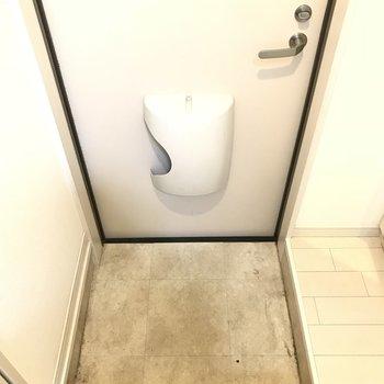 玄関狭いな~小さくて可愛くみえちゃう。