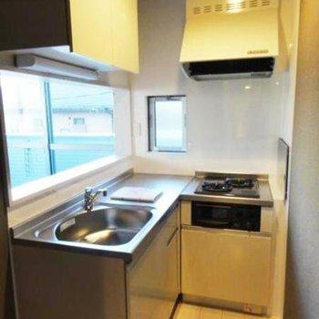 キッチンはL字。無駄な動きが省けるからお料理はかどりそう。(※写真は清掃前です)
