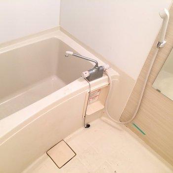 お風呂はシンプルかつ使いやすい。(※写真は清掃前です)