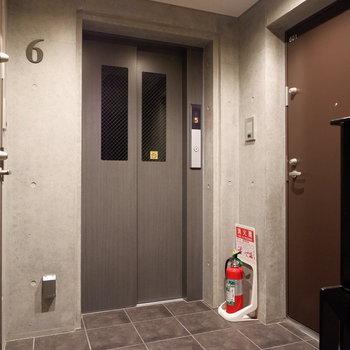共用部。6階は2部屋。