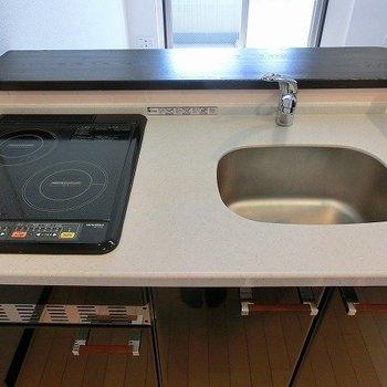 2口IHの対面キッチン※写真は同間取り別部屋のものです。