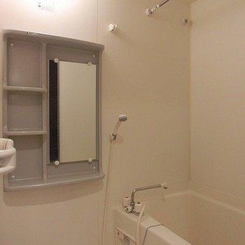 浴室乾燥機能付きのバスルーム※写真は同間取り別部屋のものです。