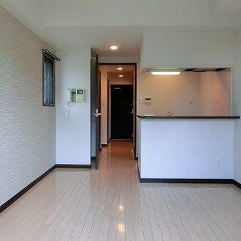 ワンルームに対面キッチンなんて贅沢※写真は同間取り別部屋のものです。