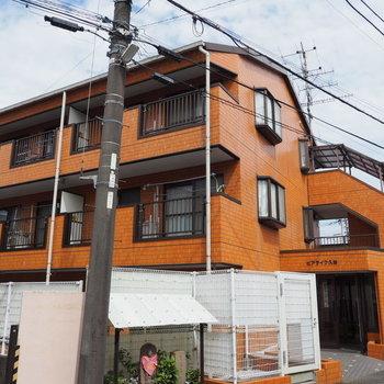 オレンジの鉄骨造マンション!