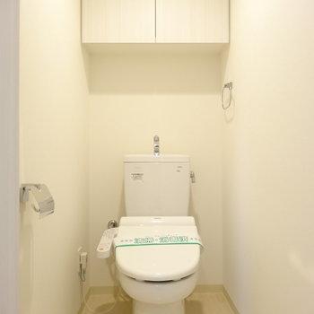 上部収納あります。広めの個室※写真は類似間取り別部屋です。