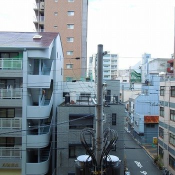 マンションが建ち並びます※写真は同間取り別部屋のものです。