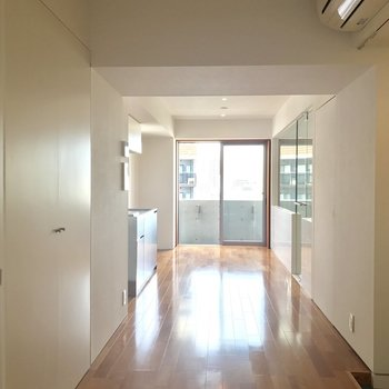 襖を開けて。日当たりグッド。※写真は8階の同間取り別部屋です