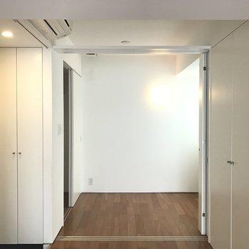こっちは…※写真は8階の同間取り別部屋です