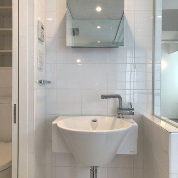 おしゃれな洗面器。※写真は8階の同間取り別部屋です
