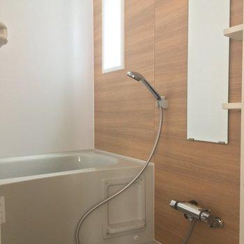 バスルームも木目調!