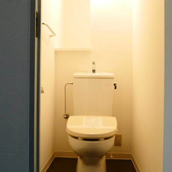 個室トイレも調光可能です。